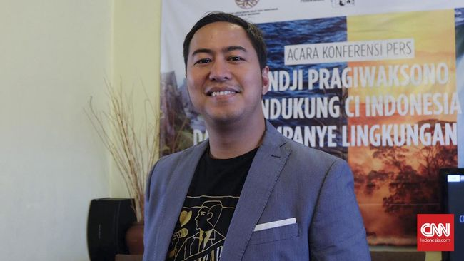 CNNIndonesia.com berbincang dengan Pandji Pragiwaksono untuk mengetahui bagaimana tim pemenangan membentuk karakter Anies agar lebih diterima anak muda.