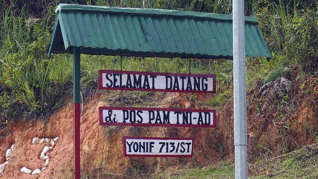 Polisi Malaysia membebaskan dua anggota TNI AD yang ditahan di perbatasan Kuching, Sarawak.
