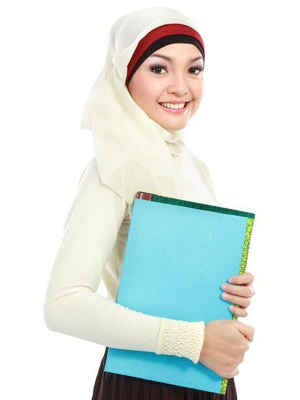 Survei Terbaru: 42% Sekolah Islam di Inggris Mewajibkan Muridnya Berhijab