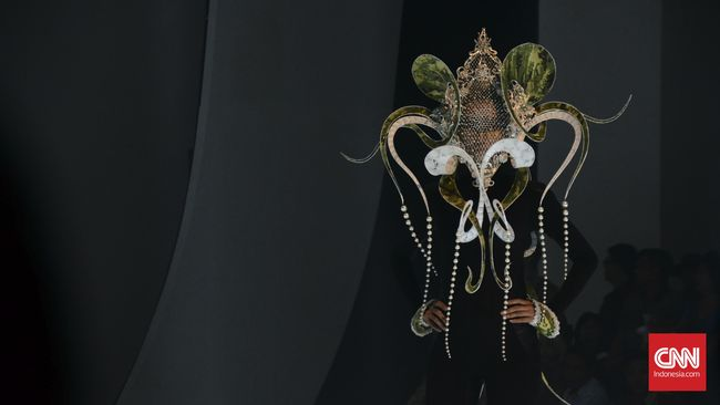 Merayakan Hari Kemerdekaan Indonesia ke-71 sekaligus ulang tahun ke-50, PT Sritex menggelar fashion show akbar yang menampilkan koleksi empat desainer.