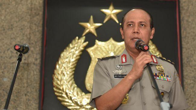 Mabes Polri memprediksi sekitar 300 buku Jokowi Undercover telah beredar di masyarakat. Polri pun mengimbau masyarakat untuk menyerahkan buku itu ke polisi.