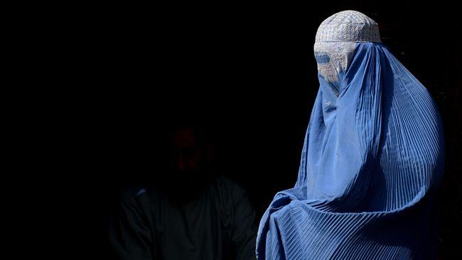 Taliban mewajibkan seluruh perempuan di Afghanistan mengenakan hijab, tetapi tidak mengharuskan burkak, setelah mereka kembali berkuasa.