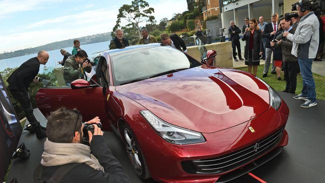 Pemerintah Italia berusaha menjaga iklim industri lokal Italia, termasuk otomotif. Sebab Industri otomotif menyumbang sekitar 10 persen dari PDB Italia.