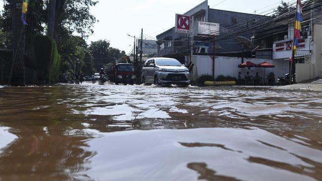 Sektor ritel menyebut kerugian sementara akibat banjir Jakarta Selasa (25/2) mencapai Rp1 miliar per hari.