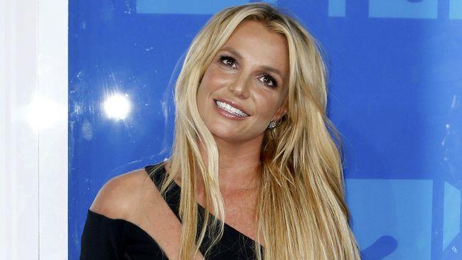 Britney Spears ternyata masih merasa diancam oleh mantan manajernya, Sam Lutfi. Spears pun minta perlindungan dari pengadilan agar Lutfi jauh dari dirinya.