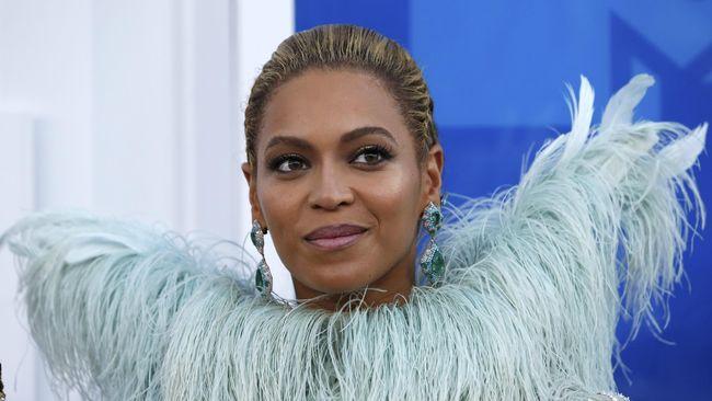 Ternyata 'Homecoming' bukan karya terakhir Beyonce di Netflix. Disebut masih ada dua karya lainnya, dengan total kontrak ketiganya mencapai Rp842 miliar.
