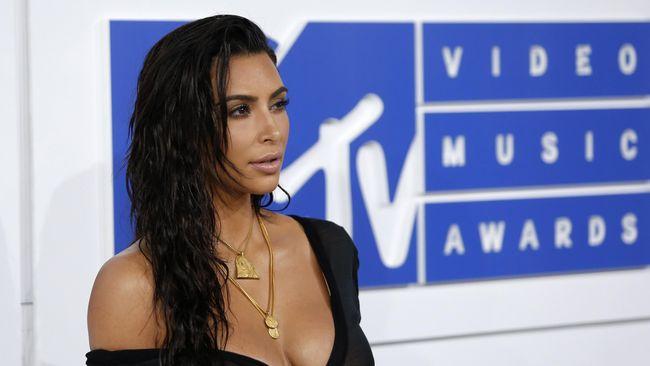 Keluarga Kardashian tampaknya begitu menikmati liburan di Bali beberapa waktu lalu hingga tak segan menghabiskan ratusan juta Rupiah.
