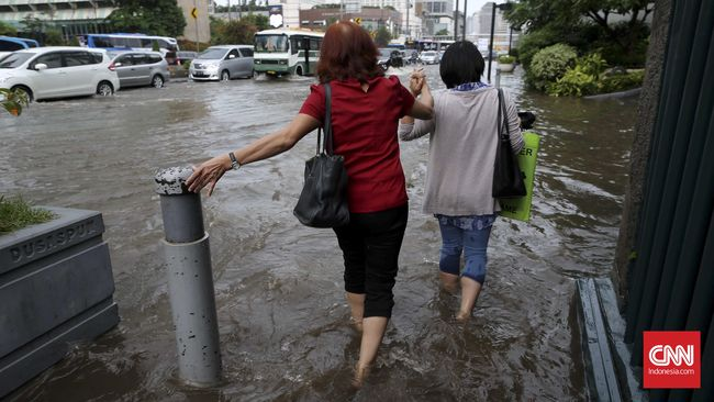 Hujan Deras, Jalan Jakarta Tergenang di Delapan Ti