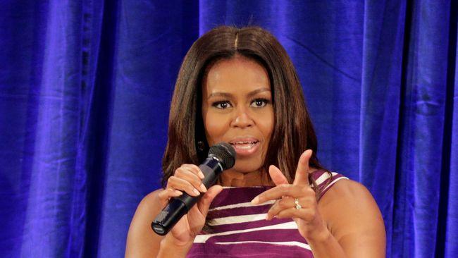 Michelle Obama dianggap nyonya rumah baik hati. Bagaimana tidak, ia menetapkan kebijakan baru soal sepatu tamu yang datang ke tempat tinggalnya.