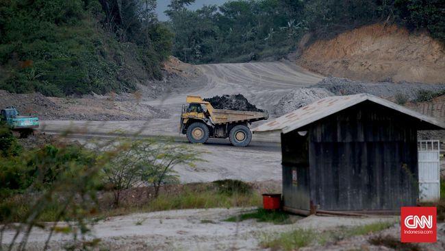 Jaringan Advokasi Tambang (Jatam) mencatat dari 8.588 izin usaha pertambangan, sebanyak 738 izin di antaranya terhubung dengan kawasan rawan bencana.