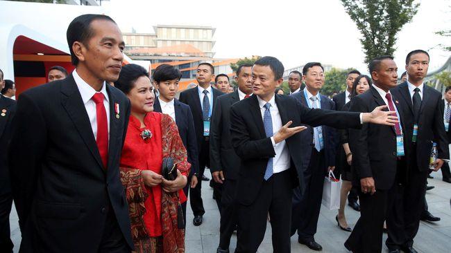 Menurut Jokowi, perusahaan yang didirikan Jack Ma ini berhasil mendunia karena menguasai kepemilikan logistik.