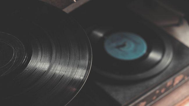 Namun tahukah Anda bahwa ada alasan psikologis mengapa seiring bertambah usia, Anda tak terlalu suka musik dan lagu baru dan lebih pilih 'tembang kenangan?'