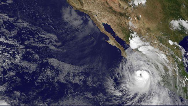 Badai Willa Menuju Meksiko, Ribuan Orang Dievakuasi