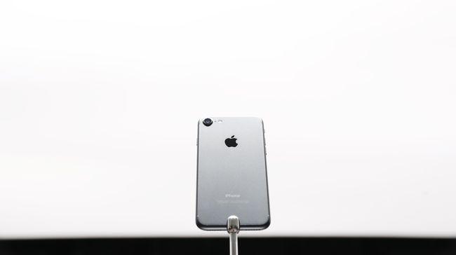 iPhone 7 dan 7 Plus membawa perubahan pada tombol Home, kamera, baterai, prosesor, dan absennya jack audio.