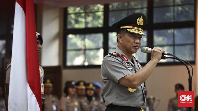 Presiden Jokowi mengutus Menko Polhukam Wiranto untuk menyematkan bintang tanda jasa Bhayangkara Utama ke Jenderal Tito Karnavian dalam upacara di Mabes Polri.