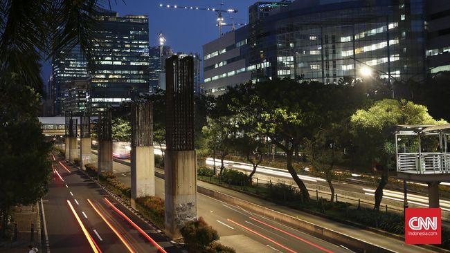 Tiang Monorel yang kini telantar sudah bermasalah soal keuangan sejak awal pembangunan, meski memiliki tujuan baik, yakni mengurai kemacetan.