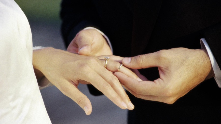 Tepat di Hari Aku Melahirkan, Suamiku Tega Menikah Lagi