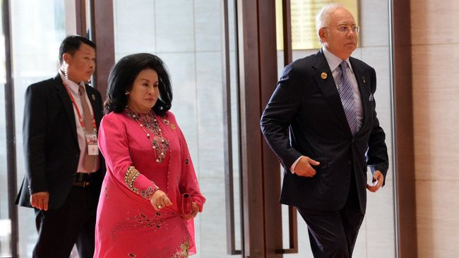 Polisi menyita 72 kantong berisi tas bermerek, perhiasan, dan uang dari kondominium milik keluarga eks PM Malaysia Najib Razak dalam penyelidikan skandal 1MDB.