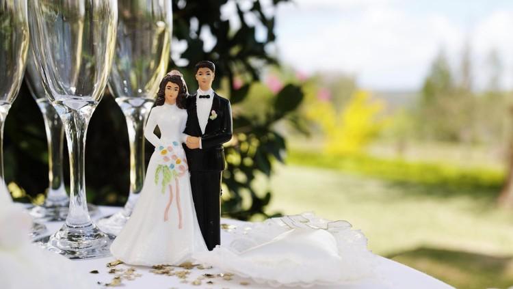 Pasangan suami istri menikah di usia terlalu muda katanya lebih rentan bercerai ketika ada masalah dalam rumah tangga. Benarkah?