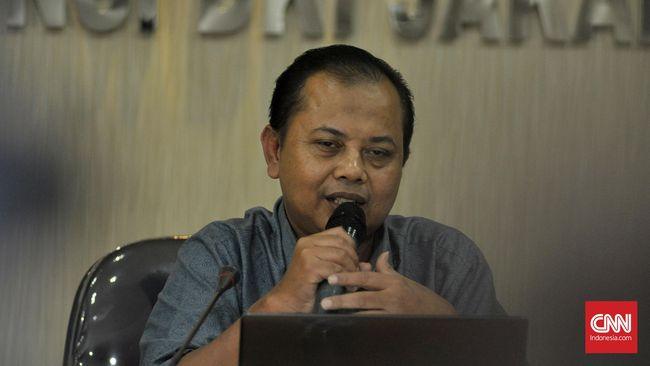 KPU menyerahkan penindakan kampanye hitam dalam pilkada kepada kepolisian karena sudah ada aturan Undang-undang ITE, dan Surat Edaran Kapolri.