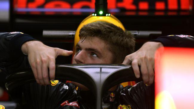 Pembalap Red Bull Racing, Max Verstappen mengalami kecelakaan hebat usai tabrakan dengan Lewis Hamilton (Mercedes) di Formula 1 GP Inggris.