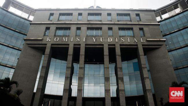 Komisi Yudisial membantah pihaknya meminta hadiah atau THR kepada para calon hakim agung yang telah lolos seleksi.