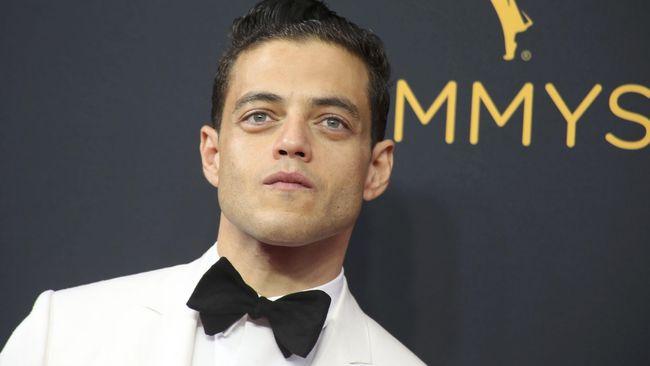 Rami Malek digosipkan jadi penjahat dalam film 'Bond', meski tak mengiyakan, Malek mengaku ingin memerankan sosok penjahat.