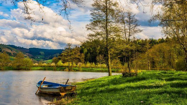 Ilustrasi tepi danau (hschmider/pixabay)
