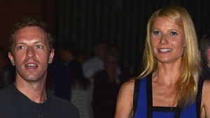 Gwyneth Paltrow Curhat soal Asuh Anak Bersama Chris Martin