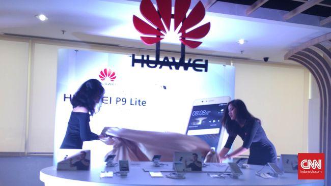 Huawei merilis P9 Lite ke pasar Indonesia, dengan pemesanan secara online dimulai dari 23-30 September mendatang.  Huawei P9 Lite yang mengusung layar 5,2 inci ini dibanderol Rp3,79 juta.  Huawei P9 Lite dilengkapi sensor pemindai sidik jari yang terletak di belakang bodi.