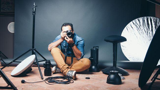 Ilustrasi fotografer di studio