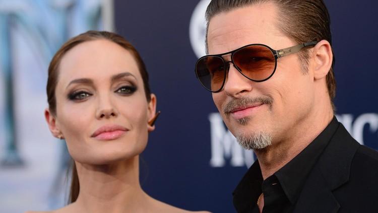 Mantan pasangan Hollywood yang telah berpisah sejak 2016, Angelina Jolie dan Brad Pitt dipersatukan lagi demi anak-anaknya yang jalani operasi.