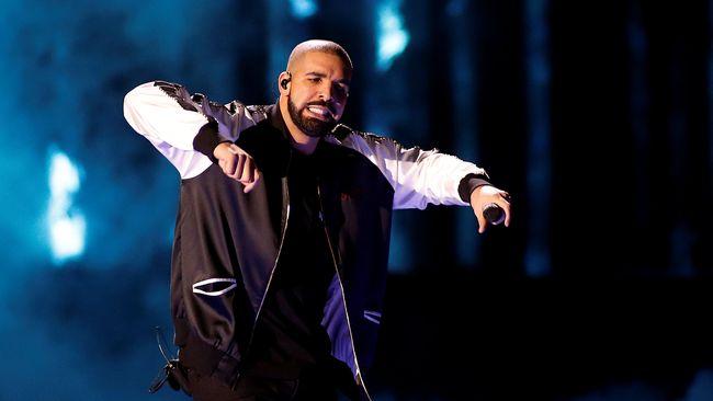 Drake kembali menunda konsernya di Amsterdam, Belanda setelah memakan sushi beberapa saat sebelum pertunjukan. Para fan yang sudah menunggu pun frustasi.