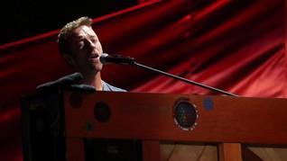 Cerita di Balik Pantai dalam Lagu 'Yellow' Coldplay