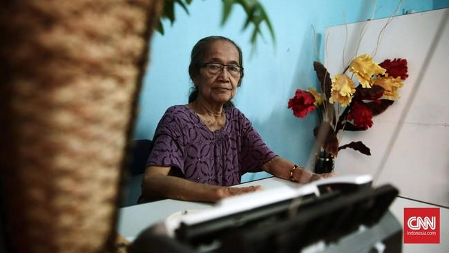 Sri Sulistyawati (76) adalah salah satu penyintas Tragedi 1965. Ia dipenjara 11 tahun karena pernah memiliki hubungan dekat dengan Sukarno dan terlibat Gerwani.