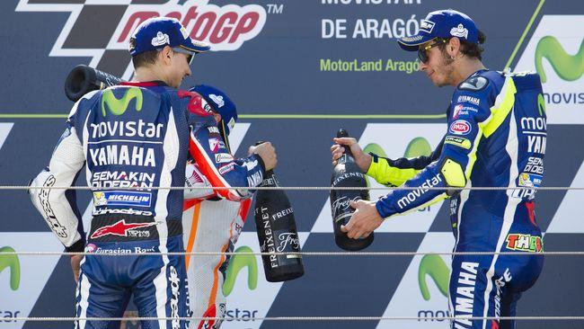 Jorge Lorenzo melakukan debut MotoGP di Yamaha yang sudah memiliki Valentino Rossi. Namun Lorenzo berhasil mengusik ketenangan Rossi.