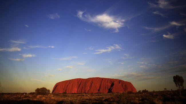Berlatar Taman Nasional Uluru-Kata Tjuta, dalam poster iklan itu tulisan 'CU' dan 'NT' diperbesar dan memberi arti yang vulgar.