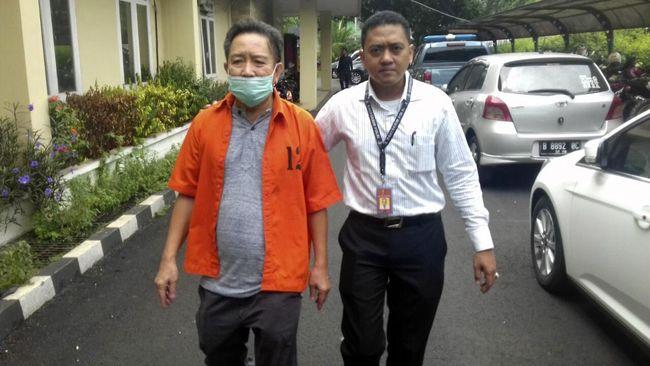 Bareskrim Polri serahkan dua tersangka perkara UPS ke kejaksaan. Mereka adalah anggota DPRD Fahmi Zulfikar dan bos Offistarindo Adhiprima, Harry Lo.