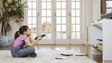 3 Hal yang Perlu Bunda Tahu Saat Biarkan Balita Nonton TV