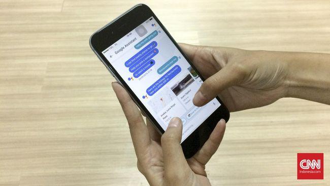 Google memperkenalkan layanan bernama Assistant yang diklaim memiliki kecerdasan lebih tinggi dibanding Google Now. Ia siap bersaing dengan Siri dari Apple.