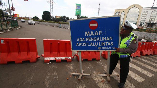 Polda Metro Jaya tidak terjun ke lapangan mempraktikan simulasi pengamanan jalur keluar-masuk Jakarta. Koordinasi dilakukan di dalam ruangan mengandalkan peta.