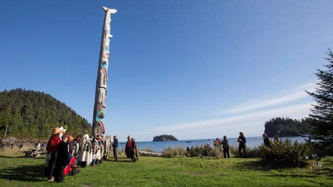 Pangeran William dan Catherine, Duchess of Cambridge, kunjungi Haida Heritage Centre dan Museum di Kaay Llnagaay. (REUTERS/Chris Wattie)