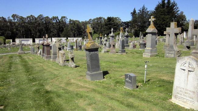 Sejak tahun 1900 kota ini dikenal sebagai kota mati. Bukan karena tak berpenghuni, namun karena benar-benar dihuni oleh warga yang sudah mati.