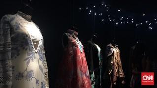 Menikmati 'Cahaya' Instalasi Batik Kreasi Desainer