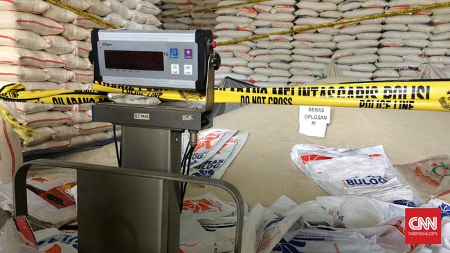 Polisi menyatakan peran tersangka adalah pihak yang mengoplos beras dan penyewa gudang di kawasan Cipinang, Jakarta Timur.