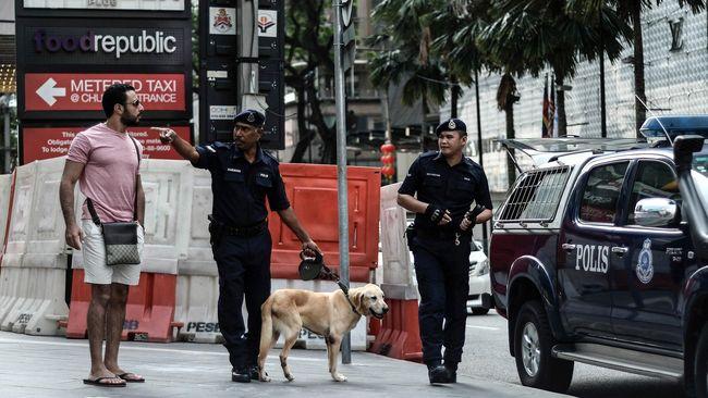 TNI memastikan dua anggotanya ditangkap aparat Malaysia terkait dugaan pencurian sepeda motor.