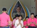 Demi Kesehatan Raja, Warga Thailand Kompak Berkaus Pink