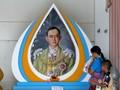 Turis di Thailand Respek Mendiang Raja Bhumibol