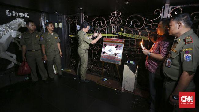 Satpol PP menutup permanen kafe lokasi penembakan di Cengkareng, Jakbar karena  telah melakukan pelanggaran berulang selama pandemi.