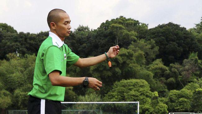 Kurniawan Dwi Yulianto punya satu rekor gol yang sukar dipecahkan di Piala AFF. Rahasianya adalah gerakan 'Kedutan Lalat' yang identik dengan dirinya.